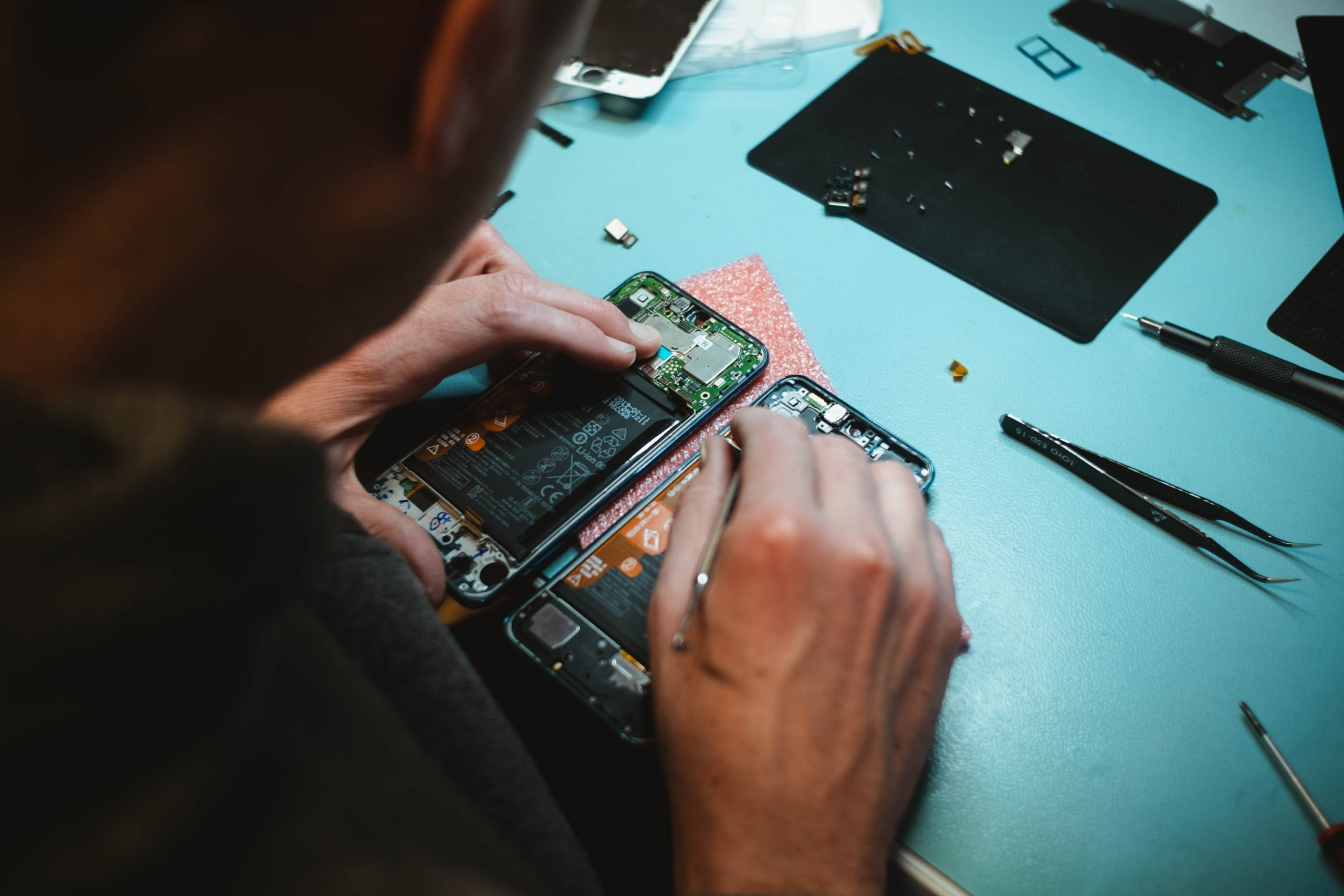 Should we have the right to repair our electronics?